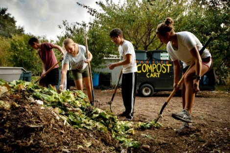 Composting-at-Pomona-College-700x466